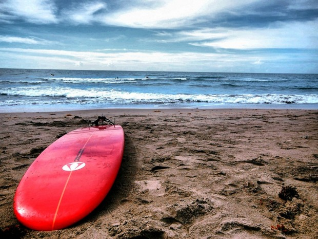 red-surf-board-wallpapers_33283_1600x1200